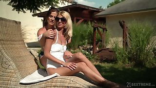 Experienced lesbian Missy Luv gives a complying cunnilingus to sex-appeal girlfriend